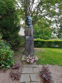 RW-Stele von Richard Guhr